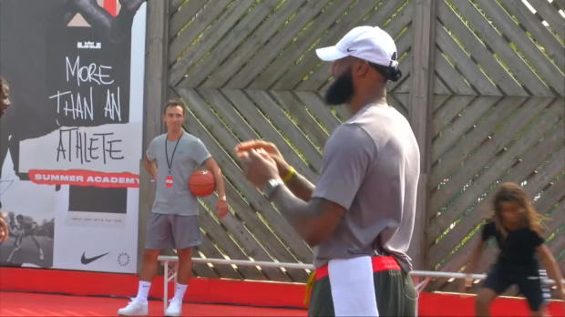 Basket : NBA - La folle journée de LeBron James à Paris !