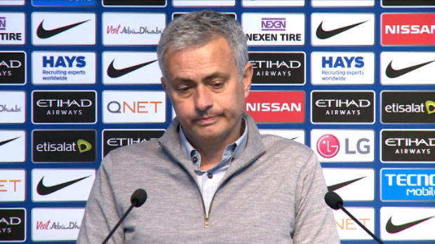 كرة قدم: الدوري الإنكليزي: مورينيو المحبط مستعد لدخول ارض الملعب مع يونايتد