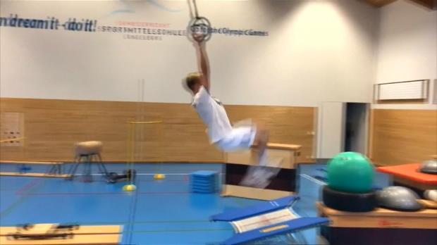 Freestyle-Skier Ragettli zeigt Parkour-Skills