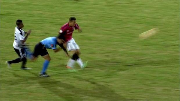 Copa Libertadores: Schiri wird zum Geschoss