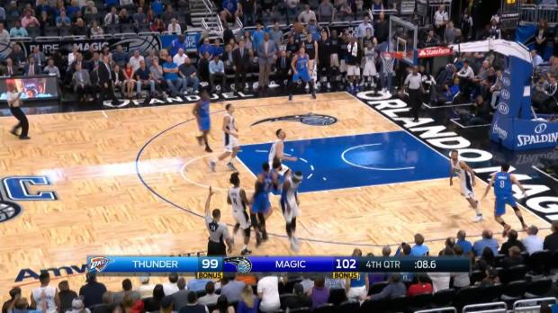Westbrook rompe la banca con 57 puntos...y triple sobre la bocina