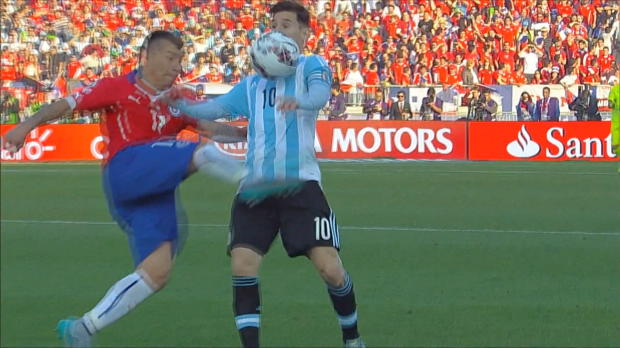 Copa America: Karate-Pitbull haut Messi um