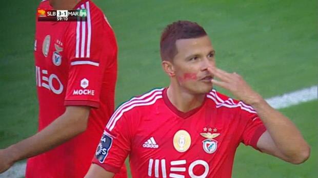 Benfica-Pumuckls bei Mega-Meister-Choreo