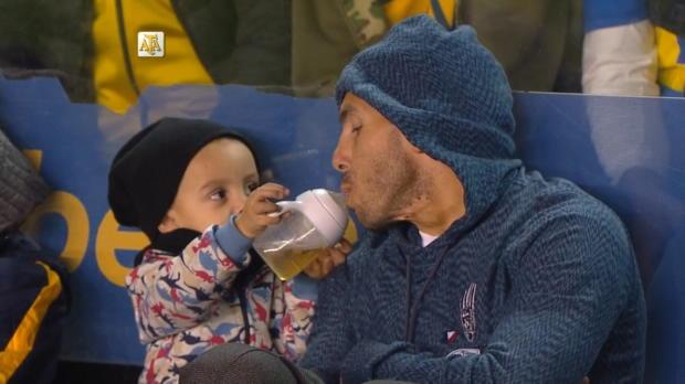 Argentina - Tévez, entrañable con su hija en La Bombonera