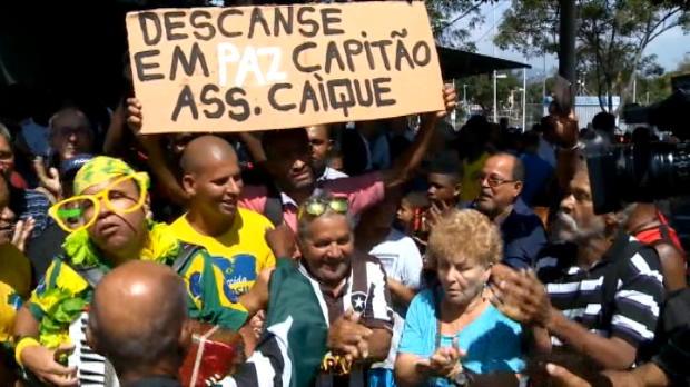 كرة قدم: عام: كارلوس ألبرتو يوارى الثرى في ريو دي جانيرو