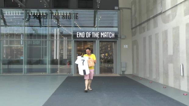 Dieser Fan ergattert erstes Ronaldo-Trikot
