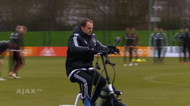 Kurios! De Boer coacht Ajax auf Spezialroller