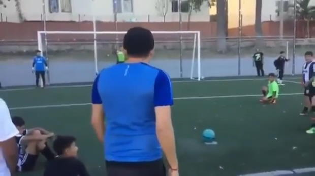 Freestyler zeigt Elfmeter-Trick