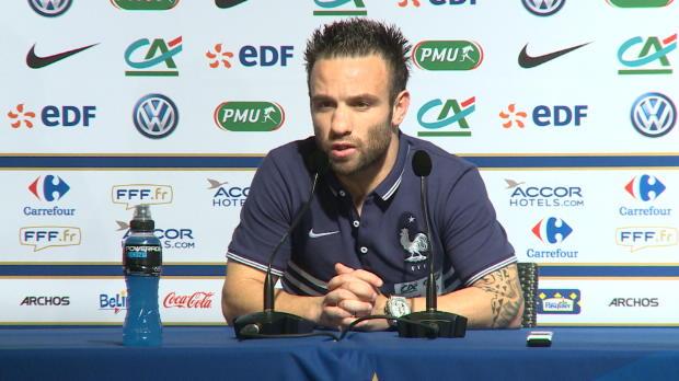 Plutôt utilisé en tant que milieu axial au Dynamo Moscou, Mathieu Valbuena devrait conserver son poste de milieu offensif droit avec l'équipe de France. Ce n'est pas un problème pour l'ex Marseillais même s'il avoue avoir une préférence pour l'axe.