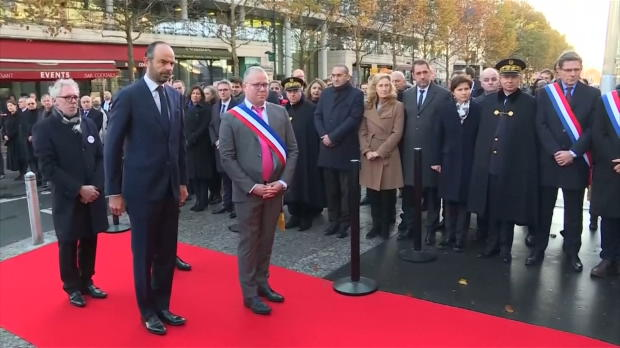 Attentats - Philippe rend hommage à la victime du Stade de France