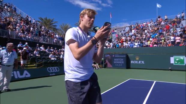 : VIRAL - Tennis - Shapovalov prend le micro et rappe en plein Indian Wells
