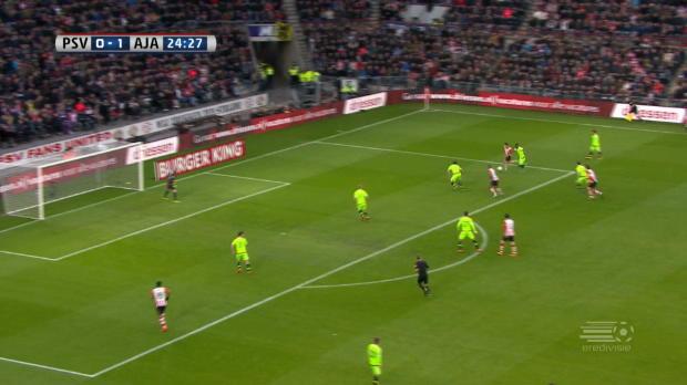 Ajax macht Meisterschaft spannend