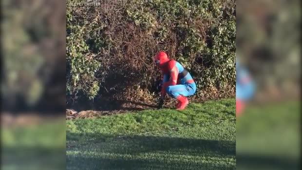Spider-Man bei Leicester-Training gesichtet | Viral