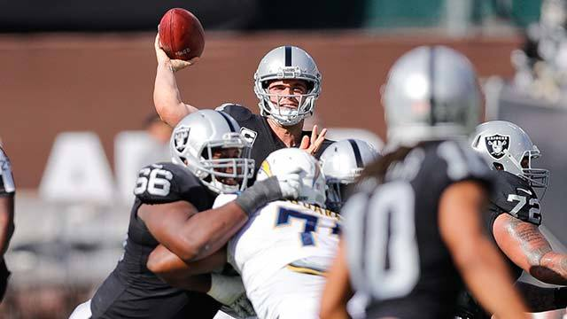 Kurt Warner: Raiders offense is forcing QB Derek Carr to make too many big plays