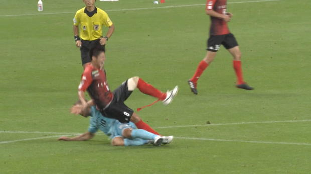 J1-League: Rot in Hälfte eins! Poldi fliegt