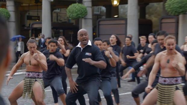 Rugby - Lomu surprend Londres avec son haka