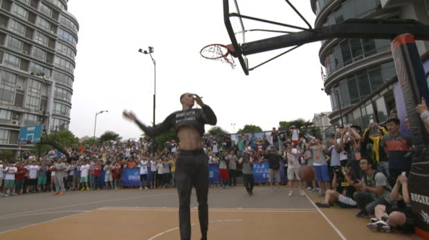 Zach LaVine Shows His Slams for His Fans in China