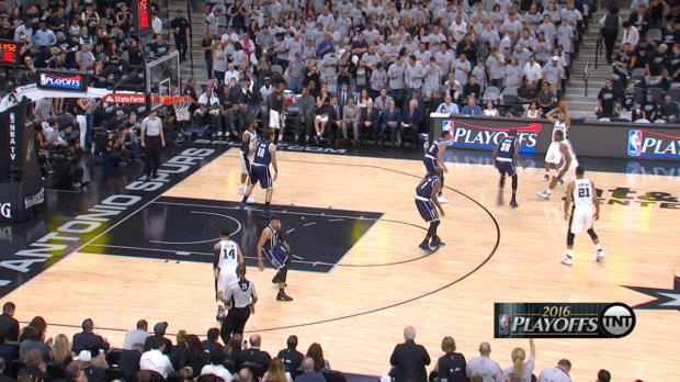 Play of the Day: Kawhi Leonard