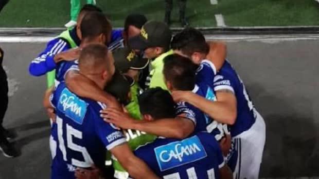 """""""Umarme einen Polizisten"""": Bogotas Fußballer machen mit   Viral"""