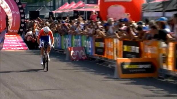 لقطة: دراجات: دومولين يحتفل بلقب طواف ايطاليا