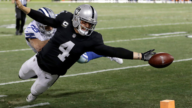 Derek Carr's last-second stretch for pylon results in fumble-touchback