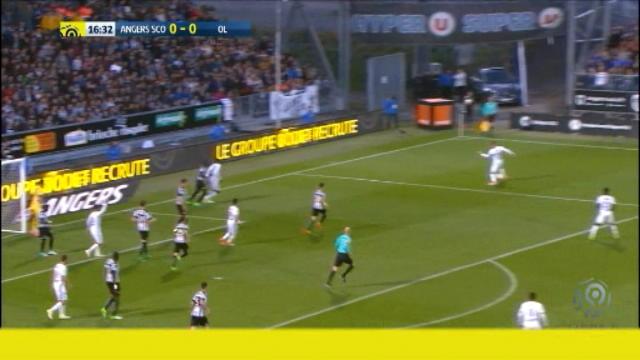 لقطة: كرة قدم: هدف عن طريق الحظ لفالبوينا