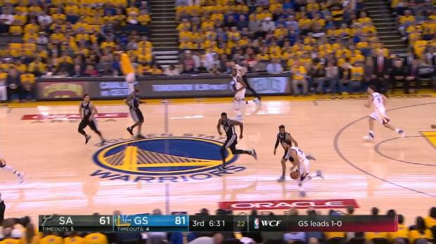 Curry deja a Dedmon en el suelo