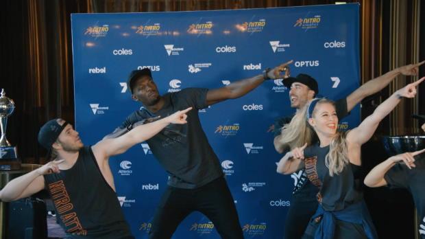 Bolt dà lezioni di danza
