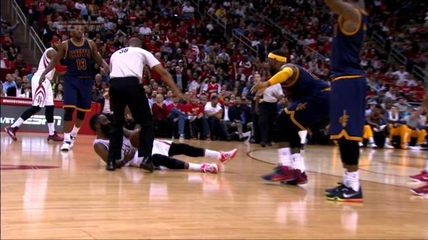 Basket : NBA - Rockets - Le coup de pied d'Harden à LeBron