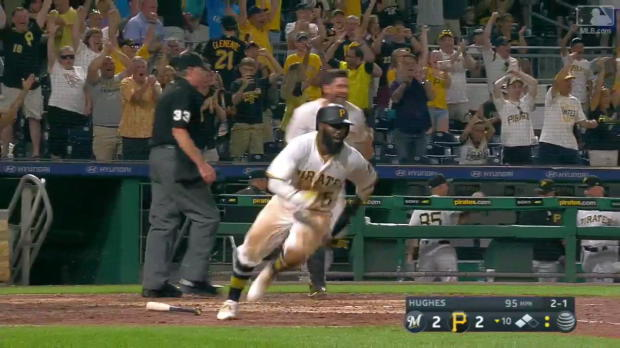 Pirates feiern Walk-Off-Erfolg gegen Brewers