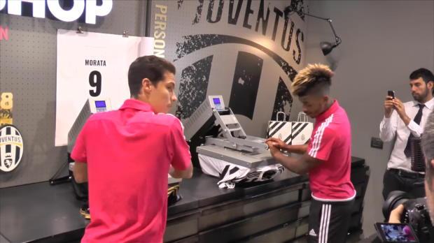 Juventus - Lemina floque son propre maillot