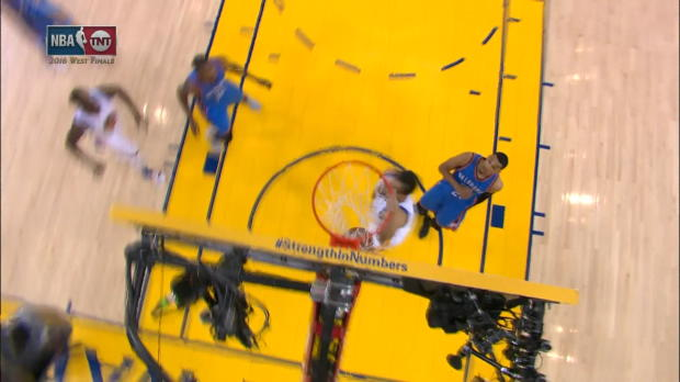 Basket : NBA - L'action qui tue - Curry envoie Bogut au alley-oop