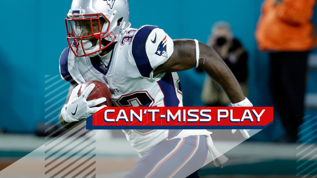 Can't-Miss Play: Dion Lewis makes one-handed catch perfectly in stride