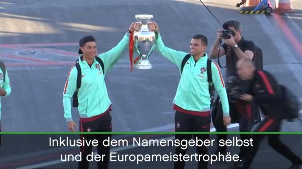 Portugal: Ronaldo bringt EM-Trophäe nach Hause