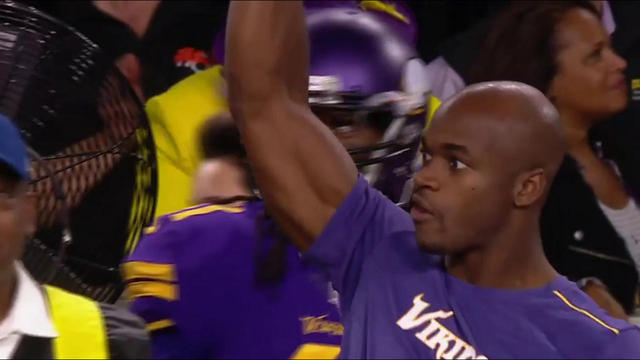 Adrian Peterson catches incomplete pass on sideline