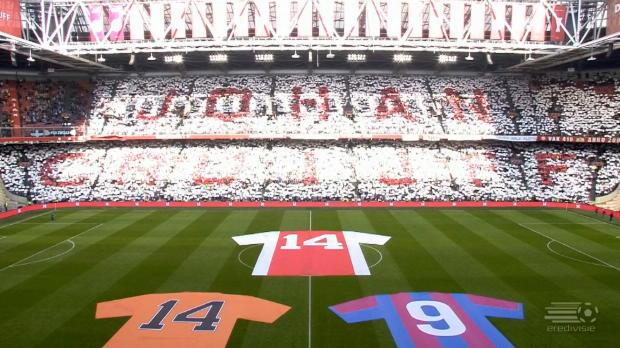 Ajax-Choreo zu Ehren von Cruyff! Gänsehaut pur