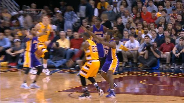 Basket : NBA - Saison Régulière - LeBron, la passe qui fait très mal !