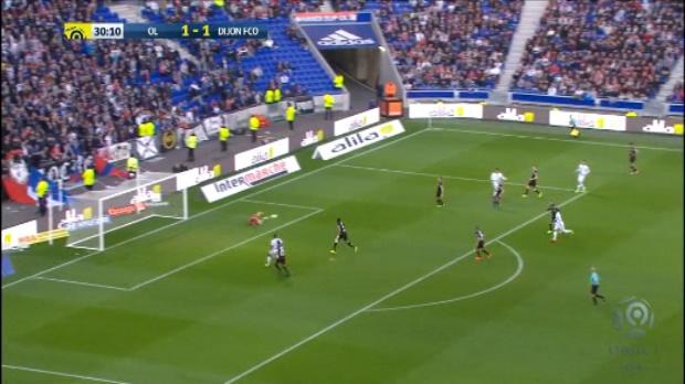 لقطة: كرة قدم: الدوري الفرنسي: ديباي يضيع فرصة قريبة من مرمى ديجون