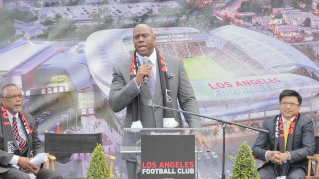 Magic Johnson stellt neues LAFC-Stadion vor