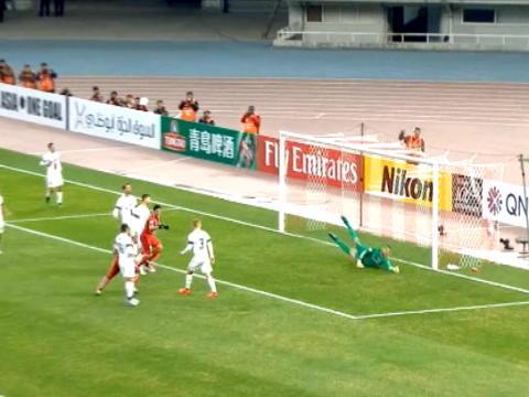 لقطة: كرة قدم: رأسيّة هالك تمنح شانغهاي الأسبقيّة بمواجهة وانديررز