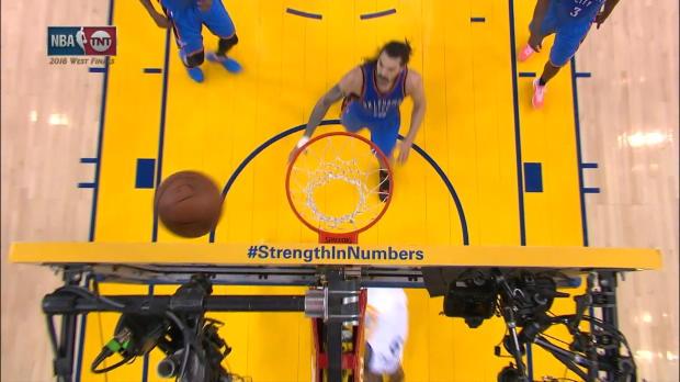 Basket : NBA - L'action qui tue - Le panier très chanceux d'Iguodala