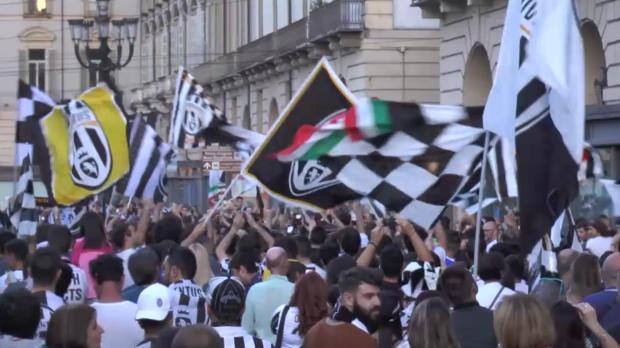 Los aficionados de la Juve celebran el título