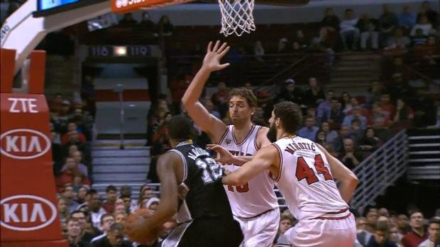 Les Spurs tombent � Chicago