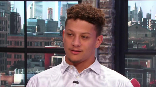 Mahomes: I want to throw Hail Marys like Aaron Rodgers