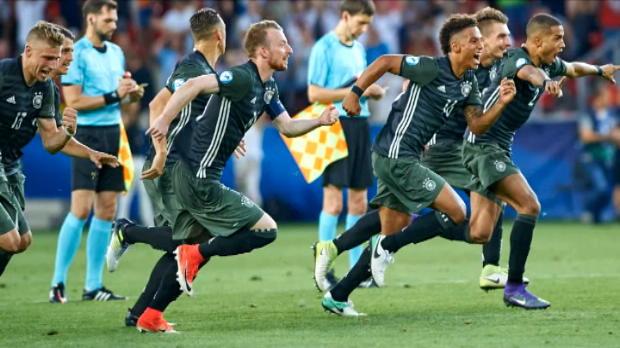 كرة قدم: أوروبا تحت21: حارس ألمانيا وضع الملاحظات في جواربه وانكلترا في ايباد