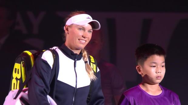 Finals: Wozniacki erteilt Halep Lehrstunde