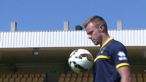 Charlie I'Anson est à 21 ans l'unique footballeur anglais à jouer dans une ligue professionnelle en Espagne. S'il se sent un peu seul, le défenseur comprend le choix de ses compatriotes.