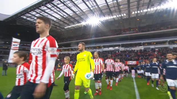 Trotz Chancenwucher: PSV hält Tabellenführung