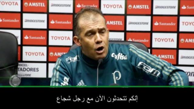 لقطة: كرة قدم: مدرّب بالميراس يستشيط غضبًا بسبب الأسئلة عن المشاجرة