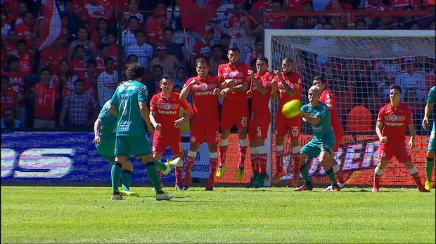 Liga MX: Goldener Traum-Freistoß in den Knick